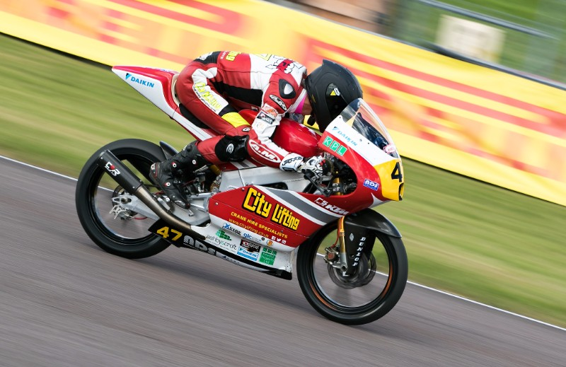 Home crowd gets behind Archer at Thruxton